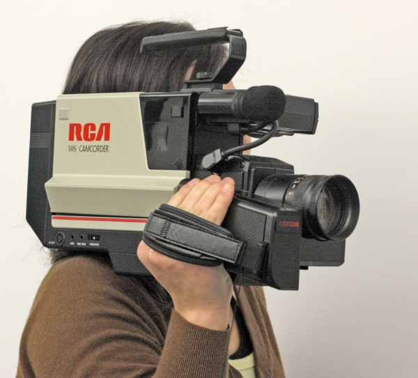 camcorderrca_vhs_shoulder-mount_camcorder